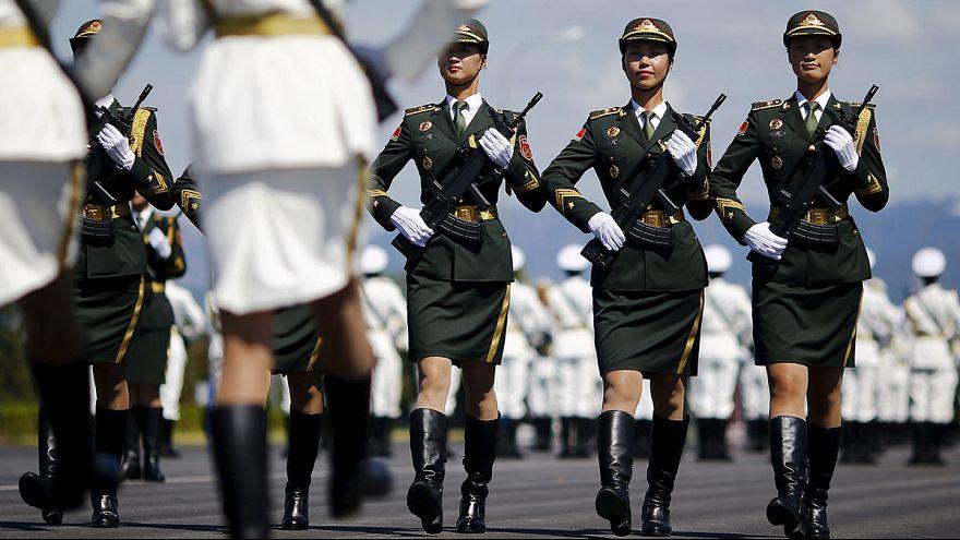 Китаянки готовятся к военному параду