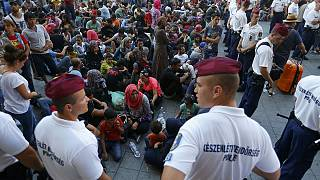 Budapest: fermati alla stazione i migranti diretti verso l'Europa del nord