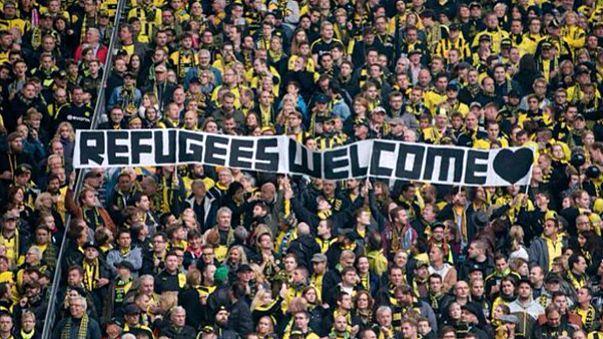 """Állást foglaltak a német fociszurkolók: """"refugees welcome"""""""