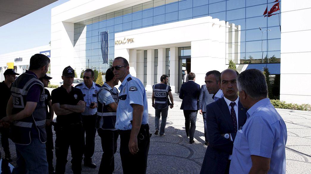 الشرطة التركية تداهم مكاتب مجموعة لها صلة بفتح الله جولن