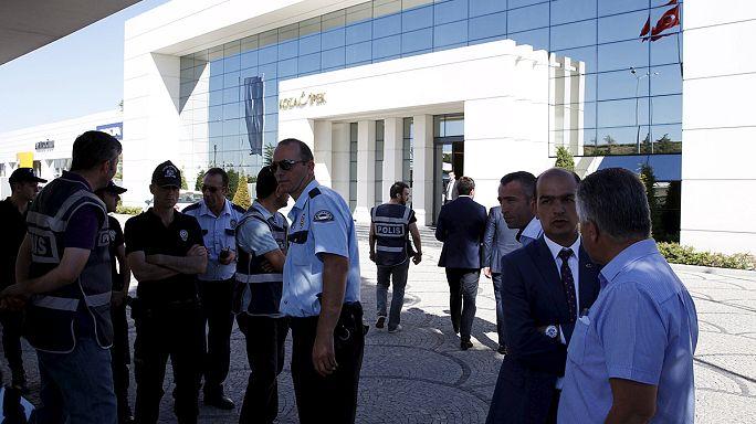 Médiacégeknél razziázott a török rendőrség