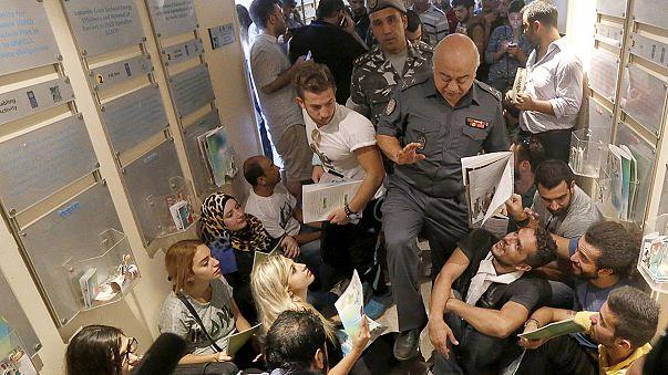 Indignados libaneses irrumpen en el Ministerio de Medio Ambiente de Beirut