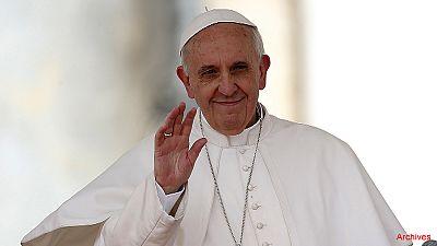 François demande aux prêtres de pardonner l'avortement