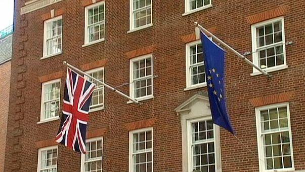 İngiltere AB referandumu sorusunu değiştiriyor