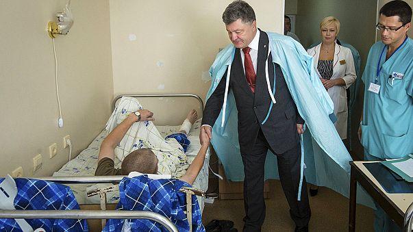 "Ucraina, morto il terzo agente. Poroshenko: ""Puniremo i responsabili"""