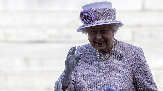 قطعة نقدية تؤرخ لقضاء أطول مدة على عرش بريطانيا