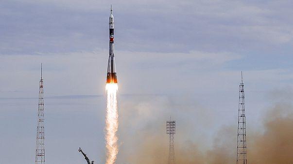 La nave rusa Soyuz viaja hacia la Estación Espacial Internacional