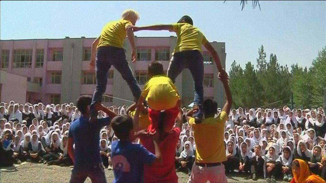 El circo vuelve a hacer reír a los niños afganos