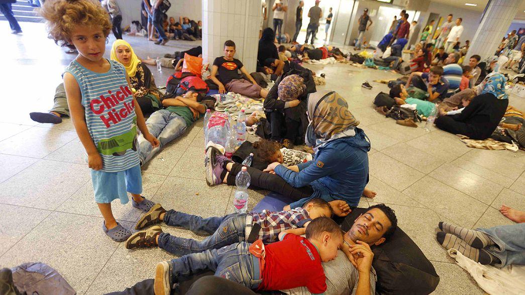 Centenas de refugiados protestam em Budapeste pelo direito de asilo na Europa