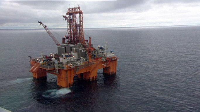 Le pétrole brut a perdu la moitié de sa valeur en un an