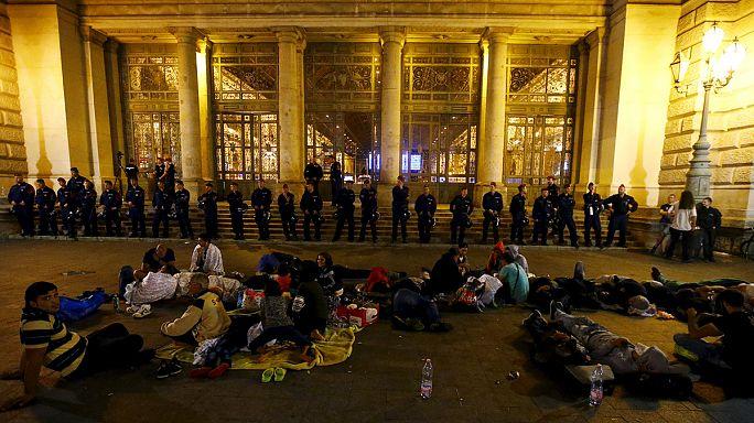 Rendőri készültség a Keleti pályaudvarnál