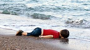 Bodies of drowned migrants on Bodrum beach cause out cry