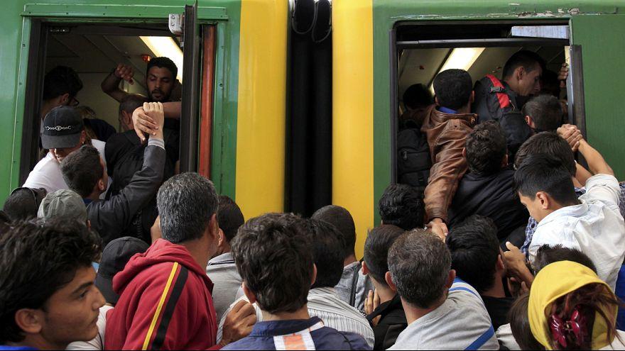 Los refugiados sirios entran en la estación de Budapest