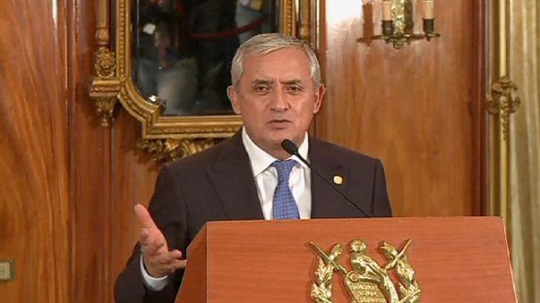 Президент Гватемалы ушел из-за обвинений в коррупции