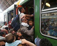 پلیس مجارستان پناهجویان سوار بر قطار را پیش از رسیدن به مرز پیاده کرد