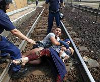 Migrants dragged off trains by Hungarian police