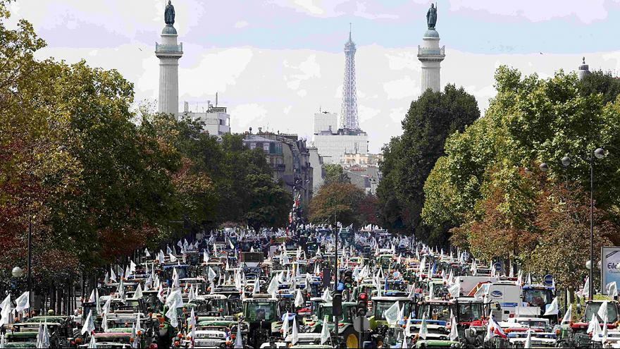Fransız çiftçiler bin 700 traktörle Paris'i ablukaya aldı