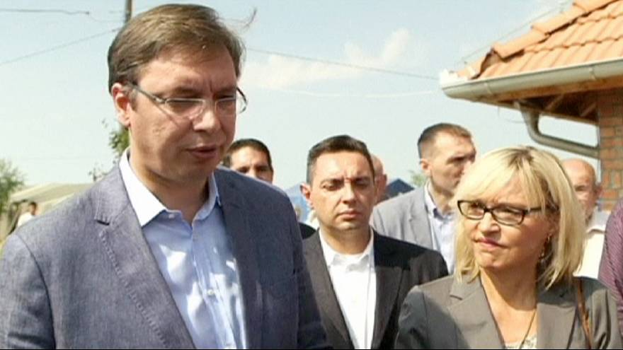 Les autorités serbes et bavaroises en visite dans un camp de réfugiés