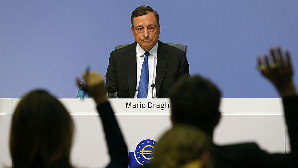 """El BCE revisa a la baja crecimiento e inflación, pero Draghi asegura que no """"hay límites"""" en su política monetaria"""