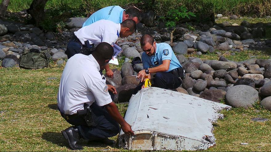 Francia confirma que los restos hallados en La Reunión son del avión de Malaysia Airlines