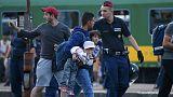 500 مهاجر يعتصمون داخل قطار في المجر للسماح لهم بإكمال طريقهم إلى ألمانيا