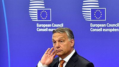"""Orban a Bruxelles si rivolge ai rifugiati:""""Non venite in Europa"""". Nuove critiche a Berlino:""""Rilasci i visti"""""""