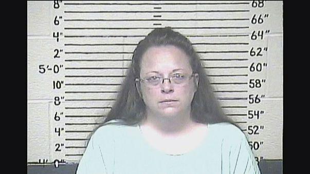 Elzárásra ítéltek egy melegházasságokat akadályozó jegyzőnőt Kentuckyban
