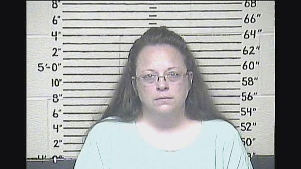 В США арестована служащая за отказ регистрировать однополые браки