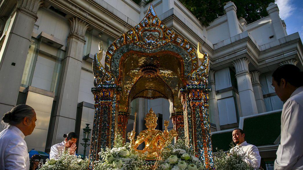 Thailandia, restaurata la statua danneggiata nell'esplosione all'altare di Erawan