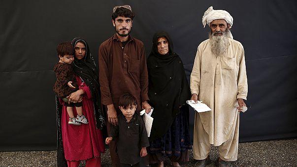 عودة آلاف اللاجئين الأفغان إلى بلدهم بعد أن أصبح غير مرحب بهم في باكستان