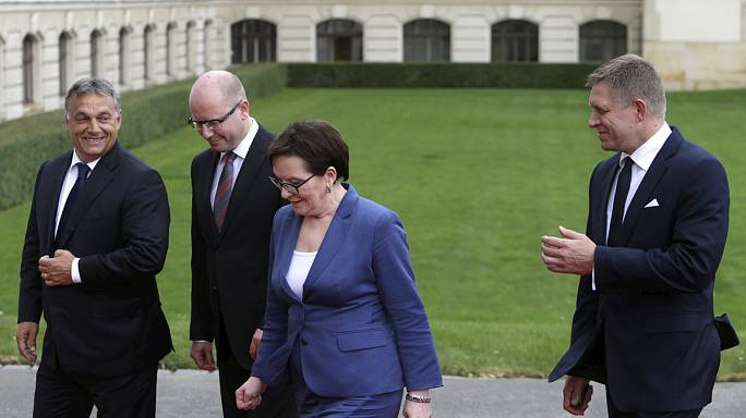 المجر وتشيكيا وبولندا وسلوفاكيا ترفض نظام الحصص في توزيع المهاجرين