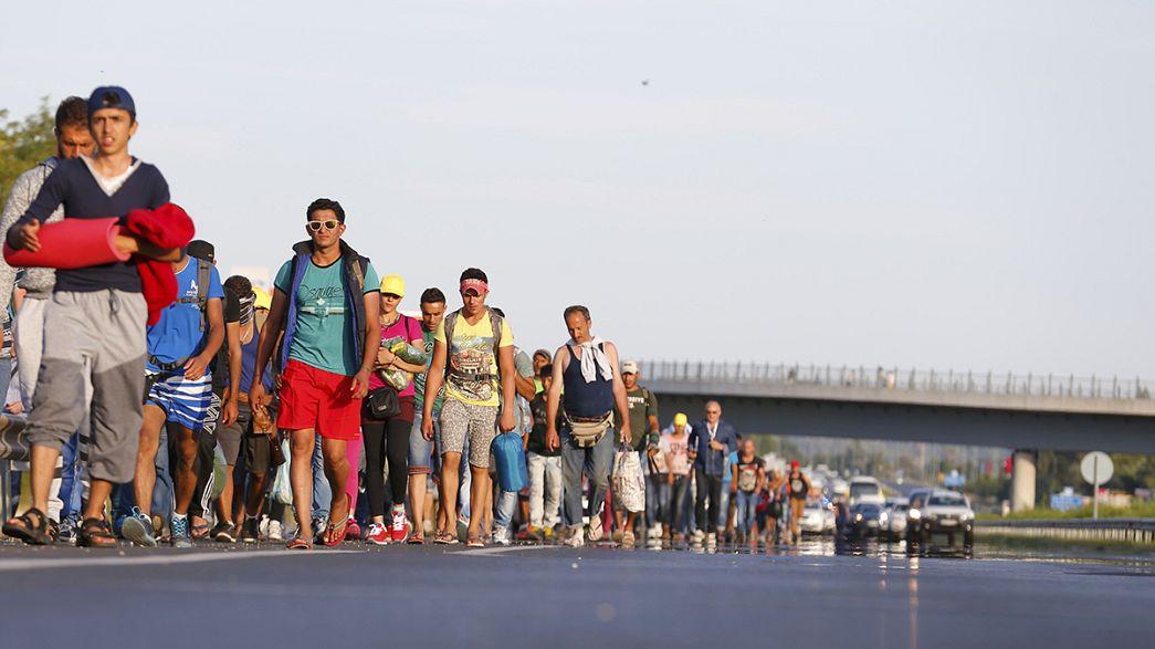 Hungria: Começou a grande marcha dos refugiados sírios
