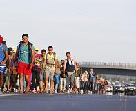 Day of chaos hits Hungary as migrants march to Austria