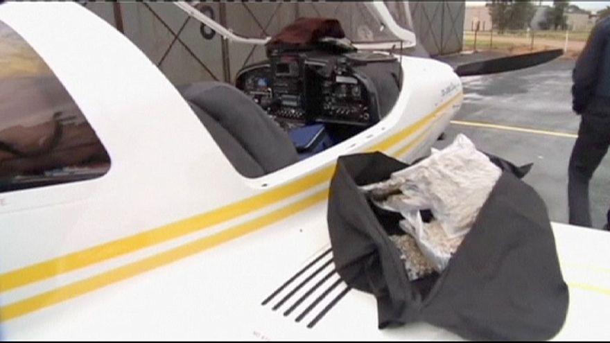 Austrália: Polícia apreende canábis e droga sintética em avião