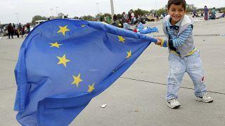 Megint gyalog keltek útra Magyarországról a menekültek - a szombati nap krónikája
