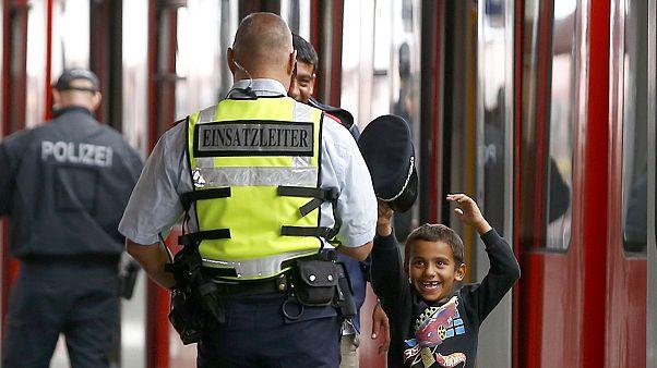 Budapeşte'deki mülteciler Almanya yolunda