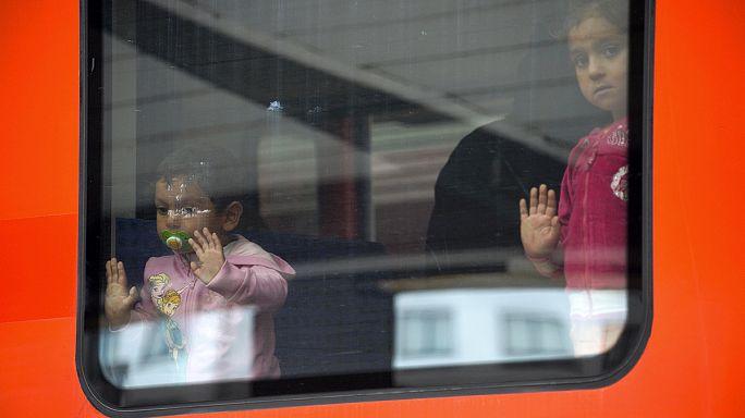 Мигранты прибывают в Мюнхен - первая тысяча из 10 тысяч