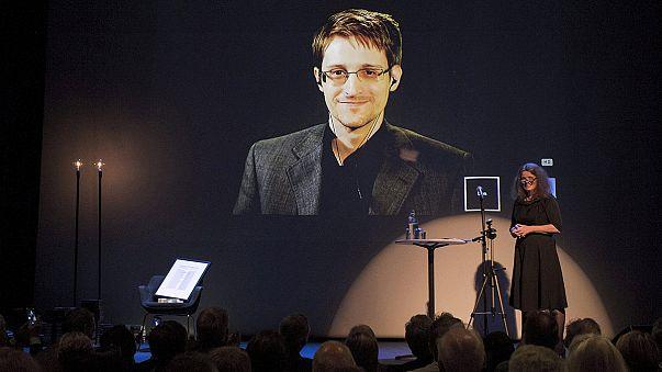 "Edward Snowden ""recebe"" prémio à distância"