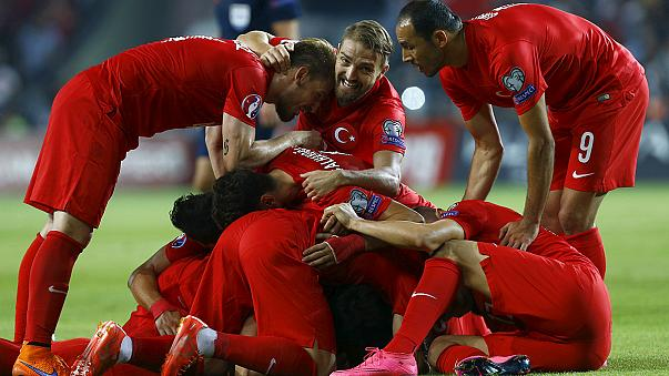 Euro 2016: Turquia e Holanda jogam o tudo ou nada