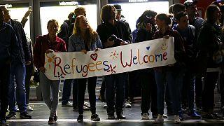 Almanlar göçmenlere 'Hoş Geldiniz' dedi