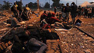 لاجئون يفترشون العراء