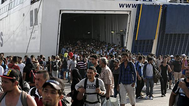 UN demands evacuation of thousands of refugees from Lesbos