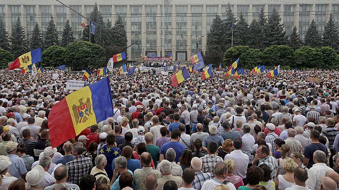 En Moldavie une foule énorme réclame la démission du président