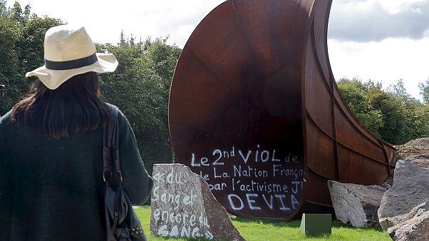 Skulptur von Anish Kapoor in Versailles verschandelt