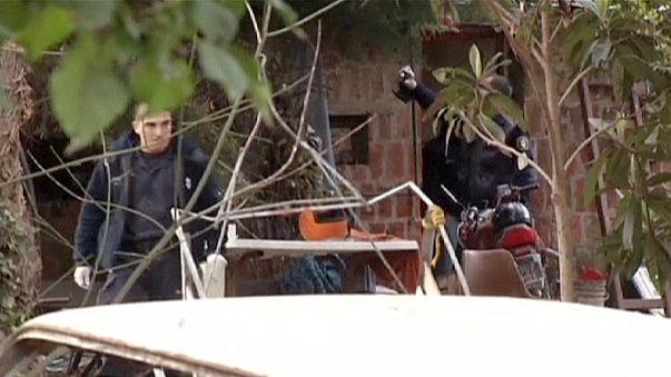 Argentína: letartóztattak egy férfit, aki ketrecben tartotta fiát és feleségét