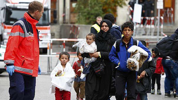 """Merkel: """"Afluxo de refugiados vai mudar"""" a face da Alemanha"""