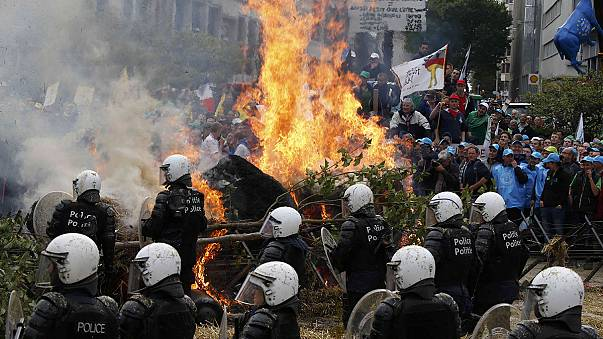 Police pelted with eggs as farmers protest in Brussels