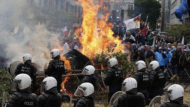 Brüksel'de çiftçiler ile polis arasında tansiyon yükseliyor
