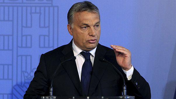 Orbánnal a világ körül, a világ Orbán körül