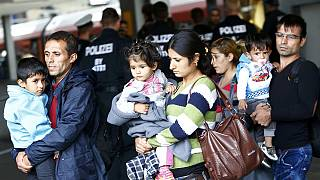 Dez milhares de refugiados esperados na Alemanha esta 2ª feira